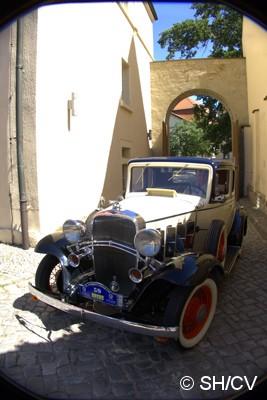 Bild: Einfahrt auf den Innenhof des Bernburger Schloßes.