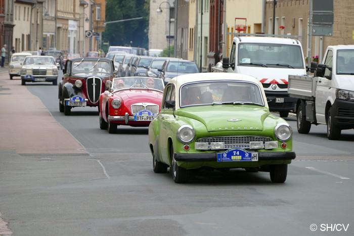 Bild: Präsentationsfahrt im Rahmen eines Fahrzeugcorsos durch die Innenstadt von Zörbig.